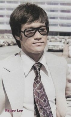 Bruce Lee Books, Bruce Lee Master, Martial Arts Books, History Of Hong Kong, Bruce Lee Photos, Green Hornet, What Should I Wear, Martial Artist, Rock Legends
