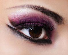 Violet trendy woman make-up with thick black liner under the eye Unique Makeup, Stunning Makeup, Love Makeup, Colorful Makeup, Dramatic Makeup, Dramatic Eyes, Perfect Makeup, Purple Smokey Eye, Smokey Eyes