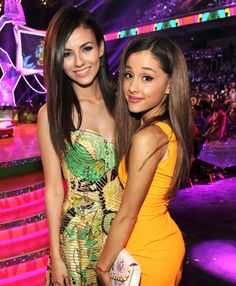 Ariana Grande and Victoria Justice have definitely had a rocky friendship. Their feud went public in February 2013 when Ari called out her Victorious co-star online and blamed her for the show'… Kids Choice Awards 2014, Vicky Justice, Bilal Hassani, Victorious Cast, Photo Star, Ariana Grande Fotos, Beautiful Celebrities, Charlotte, Hollywood