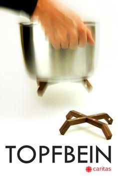 """TOPFBEIN. Der magnetische Topfuntersetzer. Innovation """"made in Germany"""". Durch die Verwendung von Magneten lässt sich Topfbein problemlos mit Deinen Töpfen oder Pfannen verbinden. Der Untersetzer haftet am Topfboden und bildet dadurch eine Einheit mit ihm. Dadurch kannst du den heißen Topf überall einfach abstellen. """" Einfach genial! """" - E. Meier """"Vielen Dank für dieses intelligente Produkt."""" - Heinz Dill Jetzt bestellen auf www.topfbein.com !"""