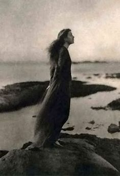 She stands alone with head held high ~ Rose Pastor Stokes by Clarence. - Clarence Hudson White - Wikipedia, the free encyclopedia Black And White Portraits, Black And White Photography, Old Pictures, Old Photos, Vintage Photographs, Vintage Photos, Clarence White, Mystique, Pre Raphaelite