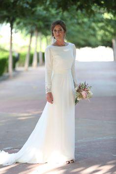 La boda de Esperanza y Juanma - My Valentine - . Modest Wedding Gowns, Dream Wedding Dresses, Bridal Dresses, Long Sleeve Wedding, One Shoulder Wedding Dress, Vestidos Estilo Boho, Temple Dress, Minimalist Wedding Dresses, Bridal Style
