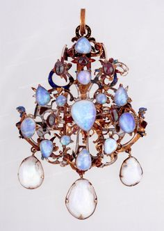 Pendant decorated with an opal, first half of the 16th century Set with an opal and made with sophisticated artistic taste, the artefact testifies to the high technical standard of jewellery art at this time. Tradition has it that this pendant belonged to Isabella, queen consort of King John I (Szapolyai) and later queen dowager. Hungarian National Museum