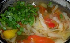 Chutná polievka, ktorá za týždeň úplne prečistí vaše telo a pomôže vám zhodiť kilá. Takto si ju urobíte doma aj vy | Báječná vareška Food Trays, Thai Red Curry, Natural Remedies, Detox, Cabbage, Cooking Recipes, Meat, Chicken, Vegetables