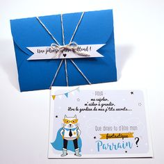 """L'option emballage cadeau est disponible pour toutes vos commandes de cartes sur la boutique (cartes """"merci"""", cartes à gratter annonce grossesse, carte marraine et parrain, et carte chat) !  Lors de la réalisation de l'emballage cadeau je veille à assortir la couleur de l'enveloppe avec l'ambiance colorée de la carte que vous offrez.  Un emballage cadeau pensé pour accompagner à merveille les modèles de cartes présents sur la boutique et renforcer l'effet de surprise pour vos proches !"""