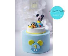 Sono felice di condividere l'ultimo arrivato nel mio negozio #etsy: Baby Topolino Pluto cake topper Pasta di zucchero Torta compleanno Battesimo bambino Festa tema Topolino Disney Decorazioni torte Statuina http://etsy.me/2nxVD0X #Topper #compleanno #Mickey mouse Party