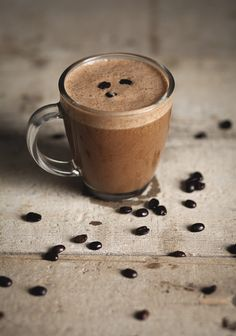"""Chocolate Cappuccino Smoothie When a regular coffee isn't enough """"Trois fois par jour"""" Fruit Smoothie Recipes, Healthy Smoothies, Smoothies Coffee, Chocolate Smoothies, Smoothie Vert, Italian Hot, Coffee Pods, Coffee Cafe, Coffee Beans"""