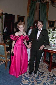 Amazing Dresses, Nice Dresses, Conservative Values, American First Ladies, Diahann Carroll, Nancy Reagan, President Ronald Reagan, Oval Office, My Fair Lady