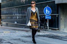 Looks – Die schönsten Street Styles aus Kopenhagen – Style. White blouse+mustard slip dress+black high boots+checked blazer+shoulder bag. Fall outfit 2016