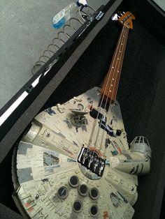 Millenium Falcon - The Rebel bass guitar - Guitar shaped like Millenium Falcon - a spaceship of Han Solo from Star Wars. Star Wars Meme, Star Wars Film, Funny Star Trek, Starwars, Super Memes, Millenium Falcon, All Meme, Guitar Pics, Guitar Solo