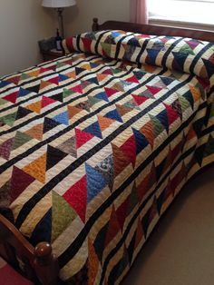 Strip quilting patterns patchwork 17 ideas for 2019 Colchas Quilting, Quilting Designs, Colorful Quilts, Small Quilts, Boy Quilts, Scrappy Quilts, Quilt Block Patterns, Quilt Blocks, Half Square Triangle Quilts