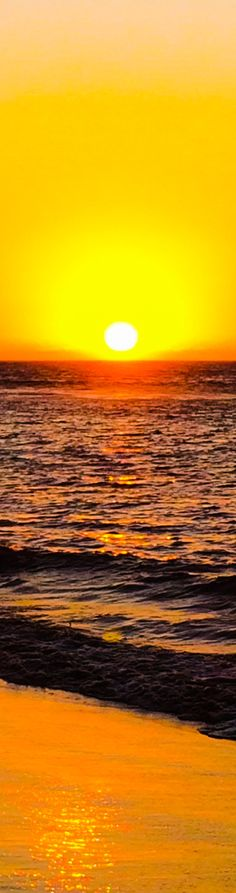 Amazing sunset in Mancora beach, Piura, Peru. HERMOSO ATARDECER EN UNS BELLA PLAYA DE PERÚ.