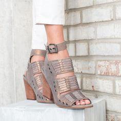 Latigo Alanis Suede Stud Detail Block Heel Banded Sandals 6QOawpk4K