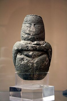 Neolithic mother goddess figurine, Sardinia, 5th millennium BCE. Evidence of increasingly elaborate island culture at this time.