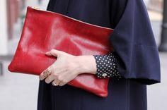 The neo-pochette, the new it-bag