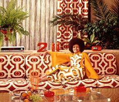 Como se vestir para uma festa dos anos 70