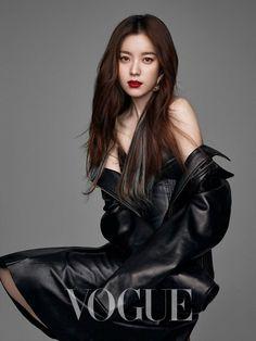 Han Hyo Joo covers the March edition of Vogue Taiwan, she looks amazing. Korean Beauty, Asian Beauty, Asian Woman, Asian Girl, Bh Entertainment, Leder Outfits, Kim Jisoo, Asian Celebrities, Beautiful Asian Women