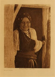 An Isleta woman,1925. Edward Sheriff Curtis Photography.