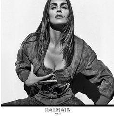 A Versace convocou para sua campanha de Verão 2016 um time de peso  Gigi  Hadid, Raquel Zimmermann e Natasha Poly posam para as lentes de Steven Kle… 8ff3b2a186