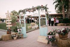 Decoración floral para boda Wedding Gate, Dream Wedding, Arco Floral, Ideas Para Fiestas, All You Need Is Love, Quinceanera Dresses, Simple Weddings, Wedding Details, Wedding Planner