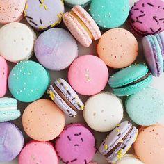 tasselfairy: I want these #macarons. Also, happy Friday. K bye. . : @jennaraecakes