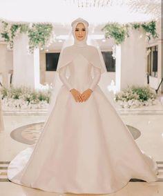 From the wedding session & Eko Sapta Putra Photo. From the wedding session & Eko Sapta Putra Photograph Muslim Wedding Gown, Muslimah Wedding Dress, Muslim Wedding Dresses, Dream Wedding Dresses, Bridal Dresses, Wedding Gowns, Bridesmaid Dresses, Muslim Brides, Wedding Hijab Styles