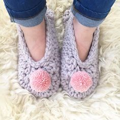 How cute are these #crochet slippers made by @threadthelove!?