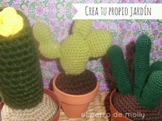 Cactus Amigurumi Patrón Gratis en Español al final del post http://elperrodemolly.blogspot.com.es/2013/11/un-mismo-patron-dos-cactus-diferentes.html