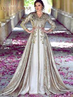 Image may contain: 1 person Kaftan Moroccan, Morrocan Dress, Arabic Dress, Caftan Dress, Hijab Dress, Abaya Fashion, Muslim Fashion, Mode Style, Mode Inspiration