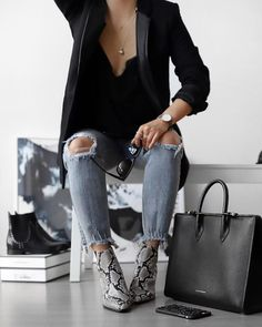 Trend alert confira os sapatos hypados em animal print rg prprio by lu k vilar shop the look casual winter outfit cute booties chunky sweater Grey Boots Outfit, Winter Boots Outfits, Booties Outfit, Overalls Outfit, Autumn Outfits, Snake Print Boots, Snake Boots, Style Work, Mode Style