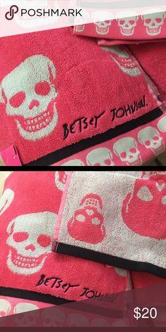 "Betsey Johnson Pink Bath towel skulls 1 bath towel (28x54"")Betsey Johnson pink grey black skeleton skull pattern bath towel punk goth betseyville Betsey Johnson Other"