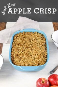 OMG this is the best apple crisp ever! It's got tons of crumble topping, and the inside is just jammed with tons of soft and sweet apples. So much better than pie, and it's so easy to make! (desserts with oats apple crisp) Best Apple Crisp Ever, Apple Crisp Easy, Apple Crisp Recipes, Honeycrisp Apple Crisp Recipe, Crumble Apple Pie Recipe Easy, Apple Crisp With Oats, Apple Crumble Topping, Green Apple Recipes, Homemade Apple Crisp