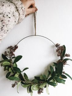 Beautiful: A simple metal ring, decorated with olive branches - the perfect wall decoration and absolute trend part this winter # # Door wreath Christmas Table Settings, Christmas Decorations, Fall Crafts, Crafts To Make, Diy Craft Projects, Deco Table Noel, Pom Pom Wreath, Christmas Mood, Christmas Gifts