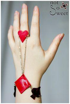 Bracelet Bague, Parure de main, Chaîne, Jeu de cartes rouge et noir - Not so sweet