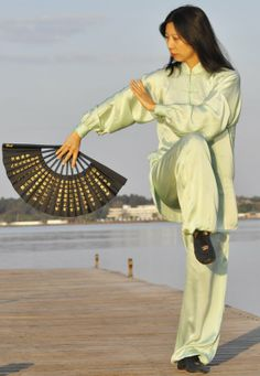 Sport Tai chi - I LOVE tai chi and think i will always do it ¡Tengo que aprender eso ! Qi Gong, Kung Fu, Chinese Martial Arts, Martial Arts Women, Aikido, Pranayama, Gi Joe, Tai Chi Qigong, Fighting Poses