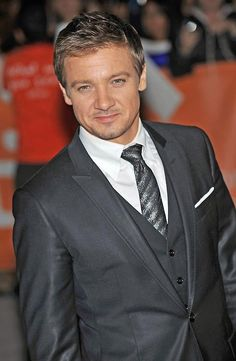 I just met Jeremy Renner and after meeting him I have to say I think he's my Favorite Avenger He's one of the coolest guys I've ever met