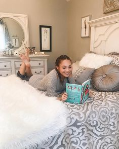 Relaxing at home: Maddie Ziegler, takes fans on a tour of her Christmassy bedroom in h. Maddie And Mackenzie, Mackenzie Ziegler, Maddie Ziegler House, Elastic Heart, Girl Soles, Dance Mums, Teen Feet, Teen Girl Poses, Dance Moms Girls