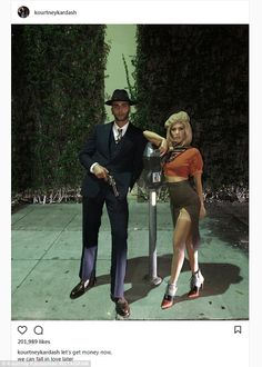 Kourtney Kardashian et Younes Bendjima en Bonnie & Clyde Kardashian Halloween Costume, Couples Halloween, Cute Couple Halloween Costumes, Celebrity Halloween Costumes, Halloween Inspo, Halloween Kostüm, Halloween Outfits, Sexy Couples Costumes, Celebrity Couple Costumes