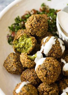 Crispy outsides, moist and fluffy insides, this Falafel recipe is astonishingly straightforward. Freshly made falafels is one of those foods everyone should experience, at least once! Falafels, Vegan Vegetarian, Vegetarian Recipes, Cooking Recipes, Healthy Recipes, Easy Cooking, Eat Healthy, Eat Better, Recipetin Eats