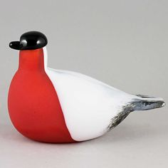 Oiva Toikka's Bullfinch (Punatulkku) glass bird with frosted red, black and white color. Mouth-blown and hand crafted glass art from Iittala in Finland. Bullfinch, Glass Birds, Black And White Colour, Bird Art, Glass Art, Crafts, Color, Manualidades, Colour