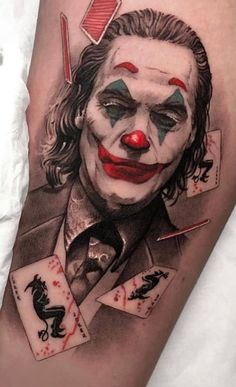 Joker tattoo is probably one of the most popular tattoos among the comic fans. People are fascinated by the Joker. Wicked Tattoos, Badass Tattoos, Body Art Tattoos, Hand Tattoos, Sleeve Tattoos, Tattoos For Guys, Cool Tattoos, Batman Tattoo, Joker Card Tattoo