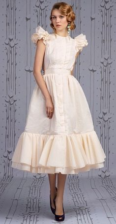 Robe chic vintage - New Sites Pretty Outfits, Pretty Dresses, Beautiful Dresses, Vintage Dresses, Vintage Outfits, Vintage Fashion, Lady Like, Modelos Fashion, Elegantes Outfit