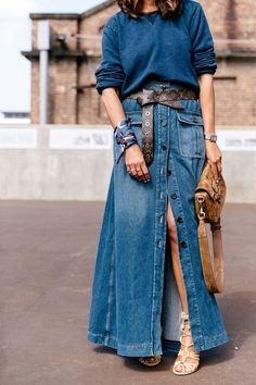 13 a chic look with a teal sweater, a blue denim maxi skirt, a brown belt, a bag and strappy shoes - Styleoholic Denim Skirt Outfits, Denim Outfit, Denim Skirts, Jean Skirts, Midi Skirts, Long Skirts, Denim Overalls, Denim Fashion, Look Fashion