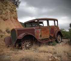 Vintage Cars This abandoned car found in the mountains of New Mexico reminded me of the old gangster movies. - This abandoned car found in the mountains of New Mexico reminded me of the old gangster movies. Old Vintage Cars, Vintage Trucks, Old Cars, Antique Cars, Vintage Cups, Abandoned Cars, Abandoned Places, Abandoned Vehicles, Abandoned Castles