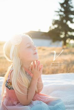 4 Year Old, sunflare, prayer, Everson Children Photography, Jamie V Photography