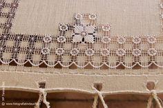 Risultati immagini per calado canario Hardanger Embroidery, Embroidery Stitches, Embroidery Patterns, Drawn Thread, Diy Scarf, Crochet Cushions, Needle Lace, Irish Lace, Bargello