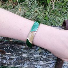Vintage bangle, green and beige 1980s bangle, enamel and silvertone. Vintage bangle, green and beige 1980s bangle, enamel and silvertone.  Great condition, with minimal signs of wear, as seen in photos.