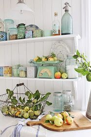 Love the open shelving and the colours!