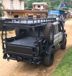 Overland Land Cruiser – Bone Tactical Overland Land Cruiser – Bone Tactical Image Size: 735 x 779 Source Truck Roof Rack, Truck Flatbeds, Truck Storage, Truck Mods, Pickup Trucks, Dually Trucks, Volvo Trucks, Toyota Trucks, Overland Truck