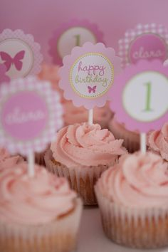 Pink swirled cupcakes. I'm doing something like this for Natalia's birthday! I bought giant flower cupcake holders and pink sprinkles!
